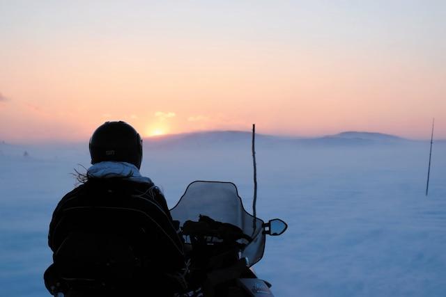 Le 12 février, notre journaliste s'est arrêtée après 10h de motoneige entre Chevery et La Romaine pour admirer la vue.