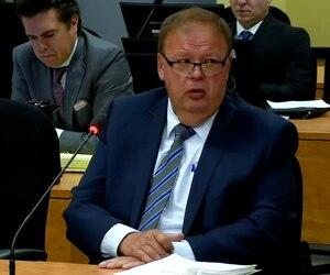 L'ex-enquêteur de la SQ, Marcel Lagacé, a dit hier devant la Commission Chamberland que l'enquête sur les fuites avait été «mise sur la glace» faute de preuves.