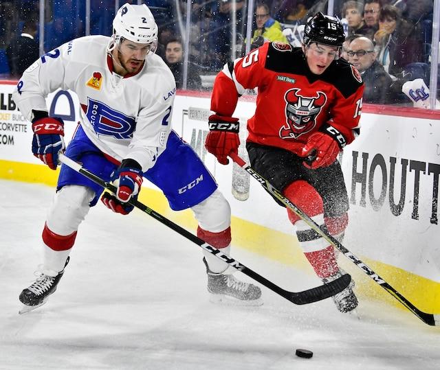 Eric Gelinas (2) du Rocket et Jan Mandat (15) des Devils  lors de la deuxième période du match de hockey de l'AHL entre les Devils de Binghamton et le Rocket de Laval à la Place Bell de Laval le mercredi 6 décembre 2017. MARTIN CHEVALIER / LE JOURNAL DE MONTRÉAL