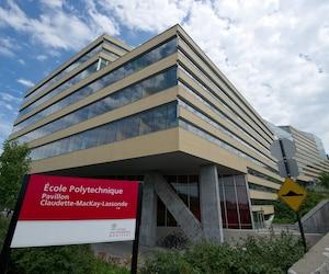 Total a inauguré une chaire de recherche à Polytechnique Montréal en 2004. À l'époque, Claude Jablon, directeur scientifique de la pétrolière, était présent, ainsi que Philippe Tanguy, titulaire de la Chaire Total, nouveau directeur de l'école de génie.