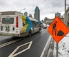 L'ajout de services d'autobus autour des grands chantiers comme l'autoroute Bonaventure (photo) a fait bondir de 5 M$ les dépenses en heures supplémentaires de la STM pour ses chauffeurs et mécaniciens d'autobus.