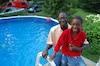 Ousmane Tounkara et son fils Djibril Tounkara qui se croyait capable de nager sans veste de sauvetage mais qui s'est rapidement retrouvé au fond de la piscine quelques secondes après y être entré.