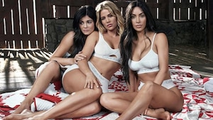 Image principale de l'article Les sœurs Kardashian en bobettes pour Calvin Klein