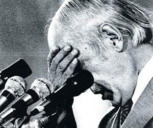 Le soir de la défaite de 1980, visiblement déçu, René Lévesque prit quelques instants avant de s'adresser à la foule.
