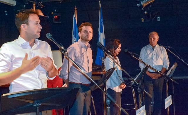 Les candidats à la chefferie du Parti québécois Alexandre Cloutier, Paul St-Pierre Plamondon, Martine Ouellet et Jean-François Lisée lors du débat à Drummondville mardi.