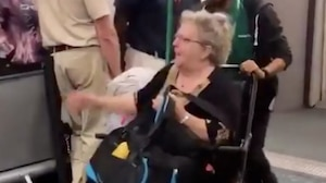Une femme et son écureuil sont expulsés d'un avion