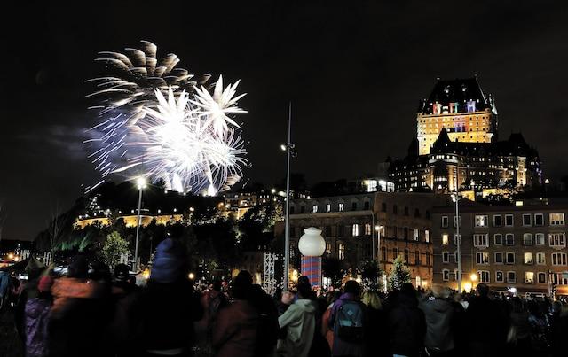 Des feux d'artifice réussis ont fait plaisir à une foule nombreuse qui aurait aimé voir les mascottes d'un peu plus proche.
