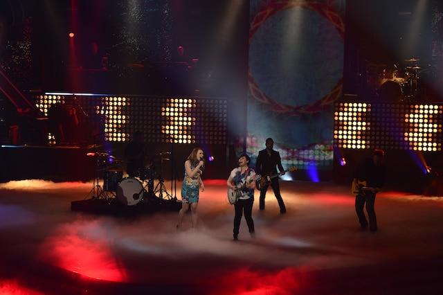 La grande finale de «La Voix» a eu lieu le 13 avril 2014 à Montréal. Sur la photo, Valérie Carpentier (gagnante de la première édition) et sa coach Ariane Moffat.