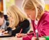 Dans une école primaire de Laval, par exemple, la plus basse note qui peut être inscrite au bulletin est 45 %. Dans une école de Rivière-du-Loup, ce seuil est fixé à 40 %.