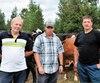 Les producteurs agricoles André Ménard, Stéphane Côté et Marc Laforest devront dépenser des milliers de dollars pour acheter du foin afin de nourrir leurs troupeaux.