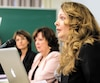 Nathalie Bergeron (à droite), la sœur de Marilyn, était présente à la conférence de presse dimanche à Montréal.