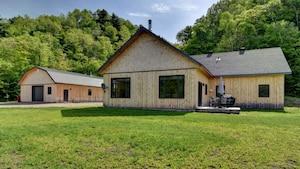 Cette maison à vendre a un terrain de rêve