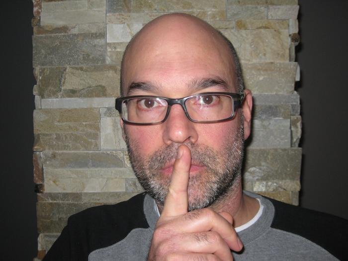 Mon nom est Sylvain Dancause et je suis enseignant au secondaire. Non merci à une restriction du droit de parole des personnels scolaires concernant leur réalité.