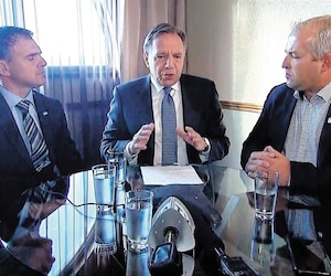 François Legault a été contraint, pour ne pas avoir l'air d'abandonner les agriculteurs, d'improviser une conférence de presse téléphonique en direct du Saguenay avec l'UPA.