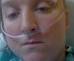 «Je suis la victime dans cette incroyable histoire. Je ne comprends pas non plus comment manquer de jugement autant en une situation», a écrit Sindy St-Jean mardi soir sur la page Facebook de Pouliot, accompagnant son message de cette photo d'elle à l'hôpital.