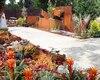 Le Jardin de verre et de métal est composé de végétaux dont la couleur des feuilles et des fleurs rappelle les différents aspects du métal.