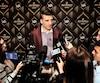 Patrice Bergeron participant à l'activité médiatique des nominés aux trophées de la LNH, mardi, à Las Vegas.