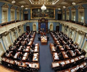 Les députés au Salon bleu de l'Assemblée nationale.