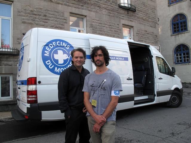 Sur la photo Nicolas Bergeron, président de l'organisme Médecins du monde et Louis-Thomas Moisan, infirmier à la clinique mobile