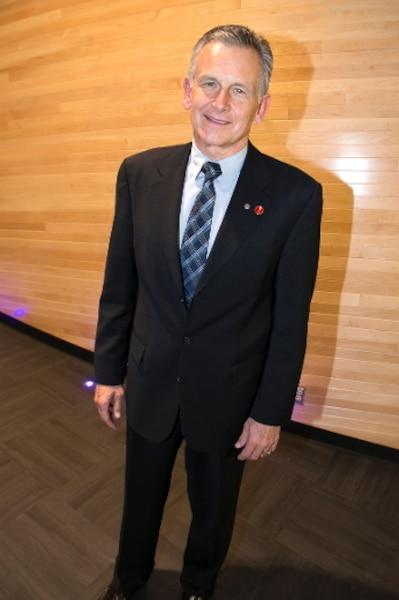 Le sénateur Larry Smith.