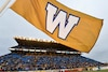 À leur dernier match au stade Canad Inns, les Blue Bombers de Winnipeg ont réussi à vaincre les Alouettes par la marque de 19 à 11. L'équipe déménagera dans le tout nouveau stade Investors Group Field.