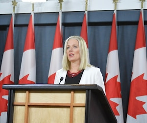 La ministre de l'Environnement et des Changements climatiques, Catherine McKenna, a annoncé jeudi une série de nouvelles règles pour l'évaluation des grands projets.