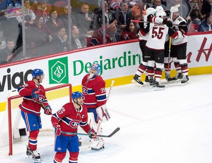 Les Coyotes de l'Arizona célèbrent le but de Christian Dvorak lors de la deuxième période de jeu. Avant jeudi soir, il semblait inconcevable que la pire équipe de la LNH puisse tenir tête au Canadien.