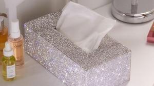 Image principale de l'article Une boîte de mouchoirs en «glitter»
