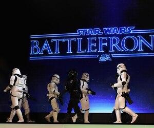 Les Stormtroopers baissent les armes, groupe!