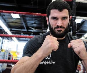 Au gymnase d'Ali Nestor, Artur Beterbiev a sué à grosses gouttes en vue de son duel de vendredi soir.