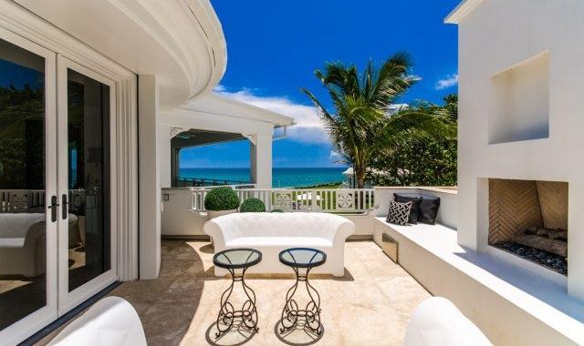 La propriété est située sur le bord de l'océan Atlantique.