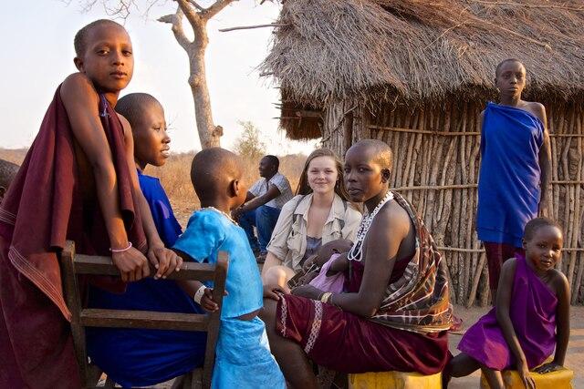 Sarah et les Massaïs au nord de la Tanzanie.