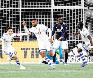 Anthony Jackson-Hamel (11) exulte en compagnie de Mathieu Choinière après l'un de ses deux buts.