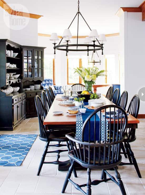 interior-waterfront-cottage-tabl.jpg