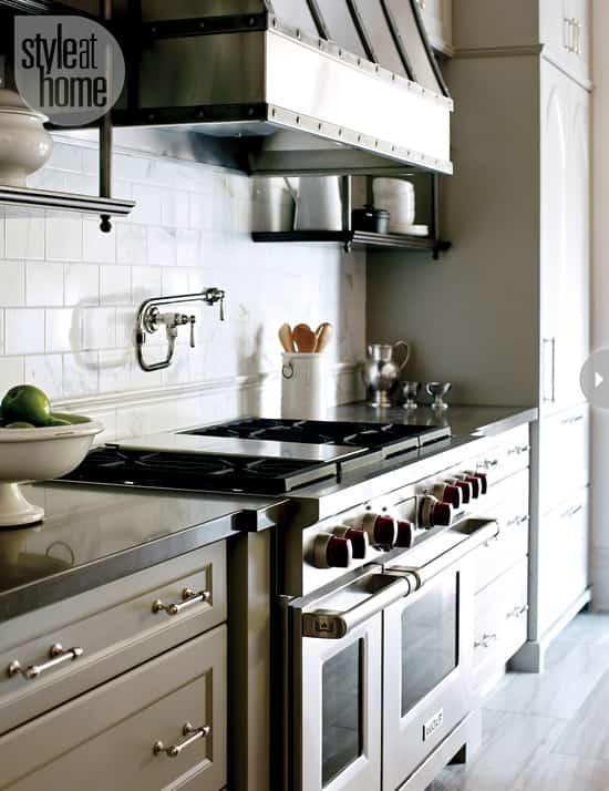 euro-chic-oven-range-hood.jpg