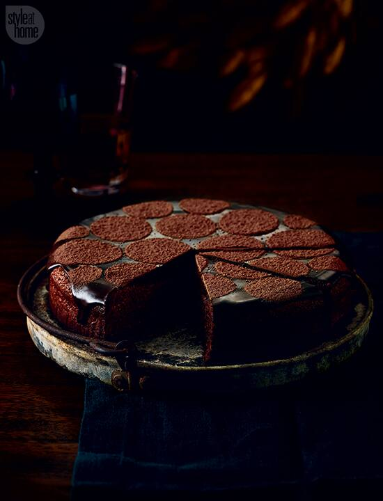 recipe-hazelnut-fudge-cake-MD.jpg