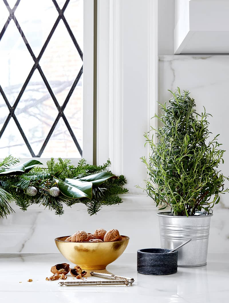 chic and simple holiday decor