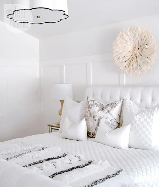 interior-whitebeige-bed.jpg
