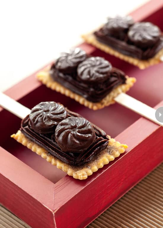 dark-chocolate-fudge-pie-pop-des.jpg