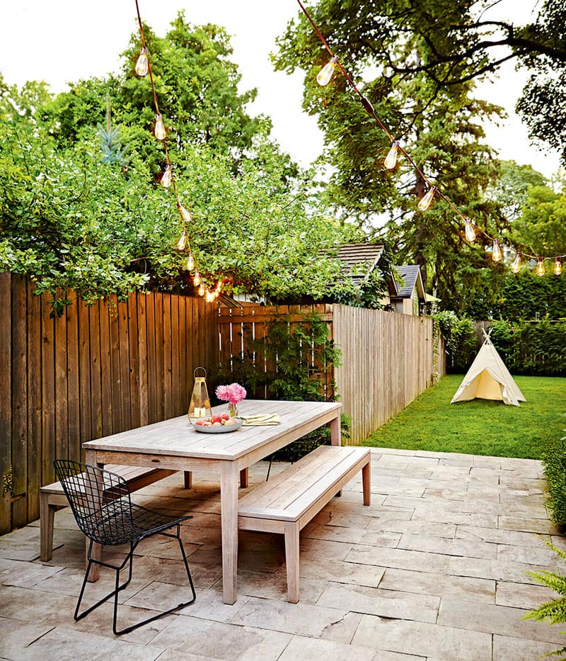5 helpful tips to hosting an effortless outdoor party