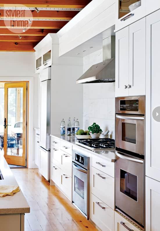 quaint-farmhouse-kitchen-counter.jpg