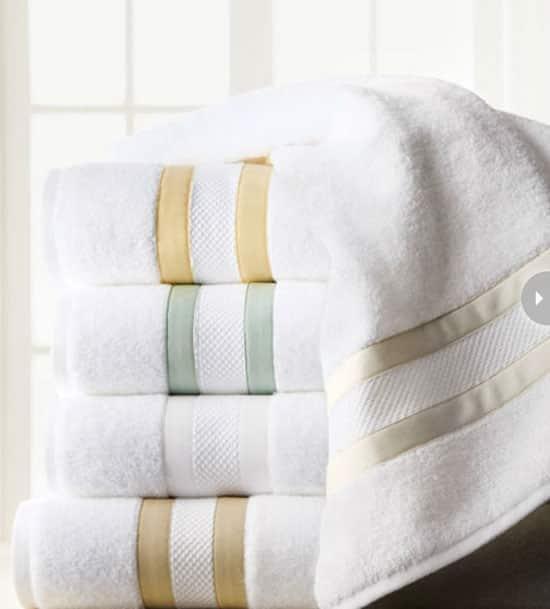 powderroom-items-towel.jpg
