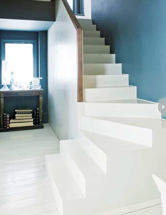 dressing-staircase-easyDIY.jpg