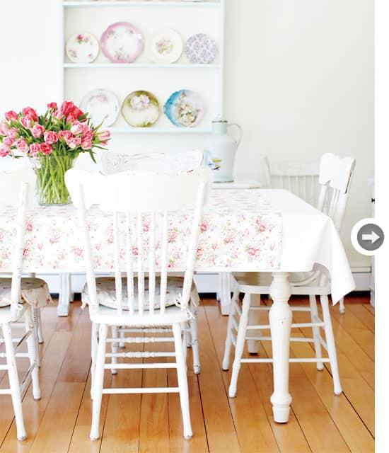 interiors-vintage-charm-table.jpg