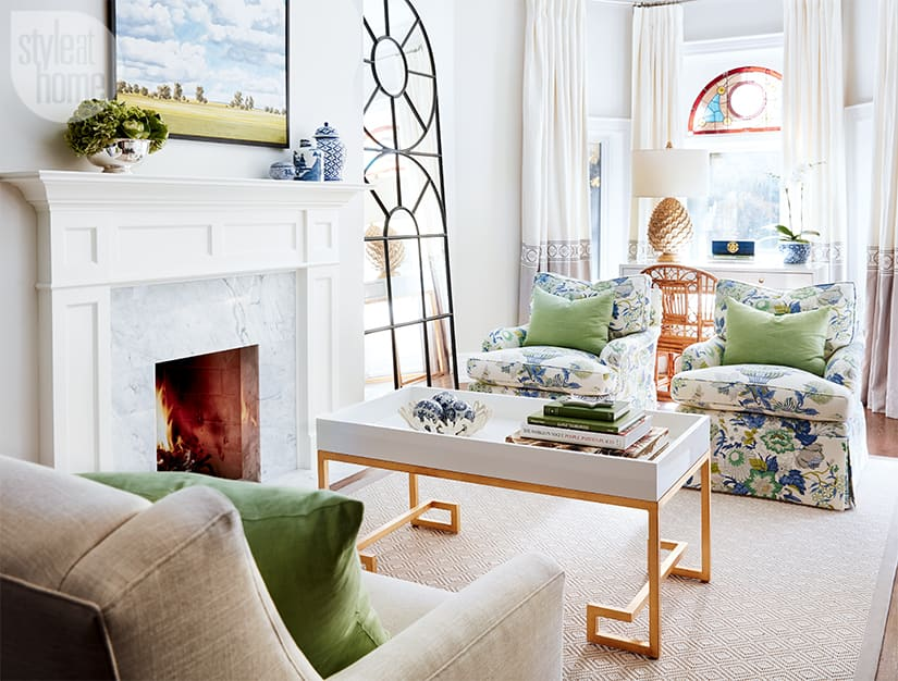 Chic and cheerful living room.