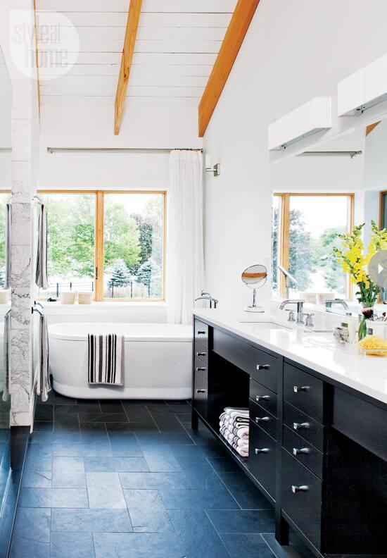 quaint-farmhouse-bathroom.jpg