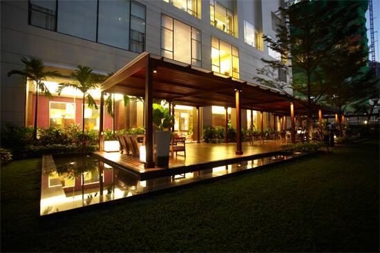marriott-lounge-deck.jpg