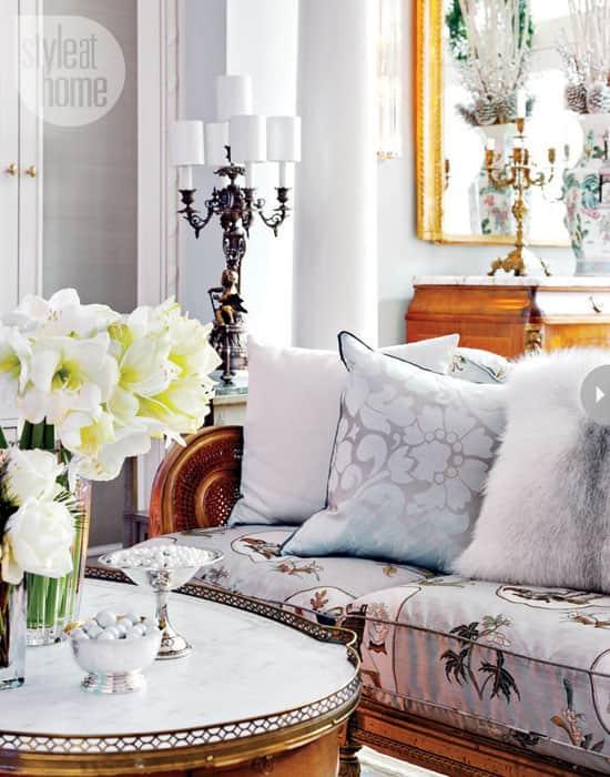 traditionalXmas-livingroom.jpg