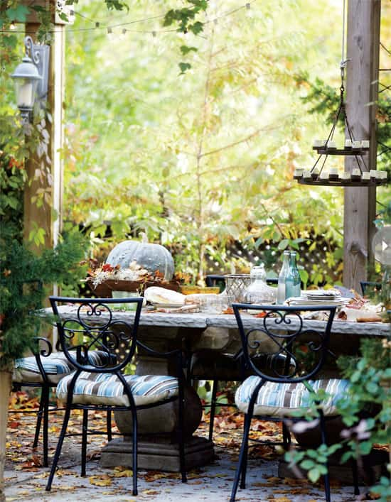 outdoor-living-fall-table.jpg