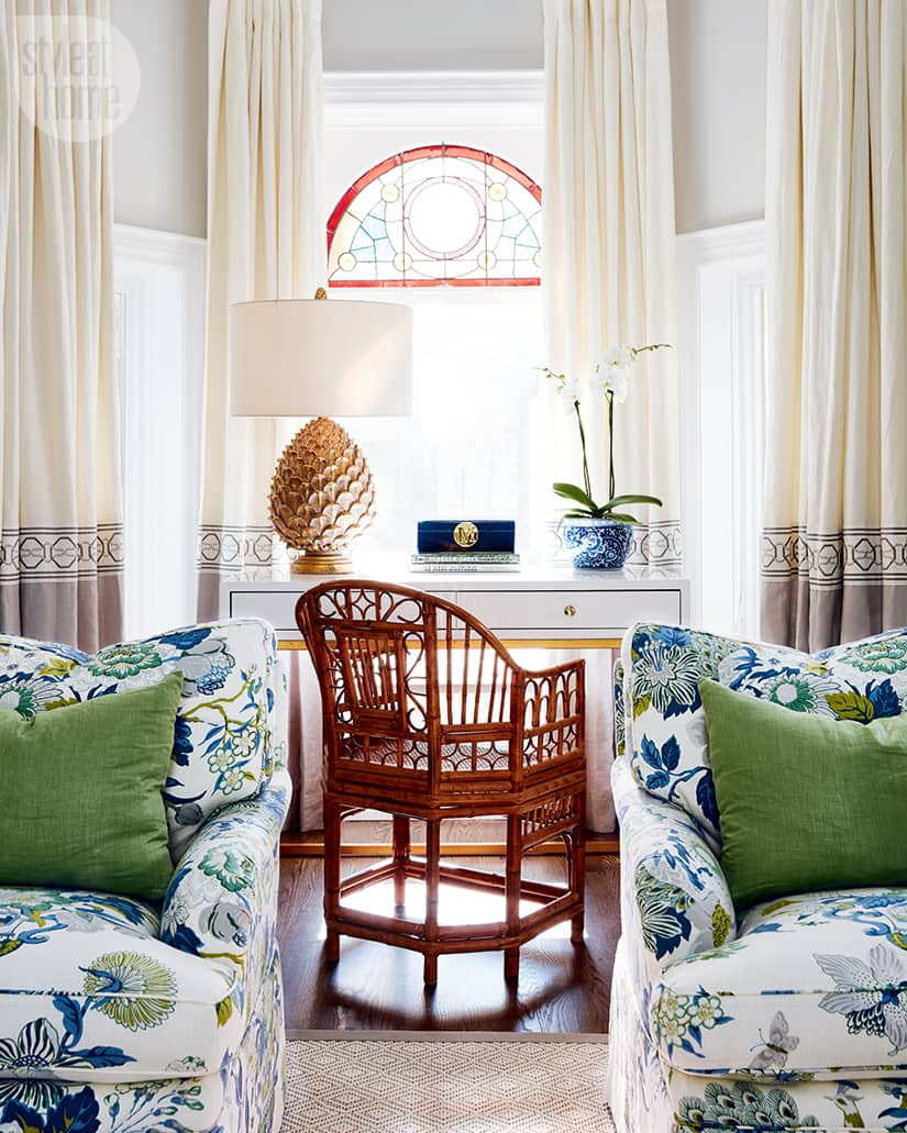 Cheerful living room with chic accents